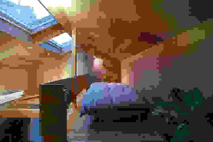 tiny house ミニマルスタイルの 寝室 の FORMA建築研究室 ミニマル 合板(ベニヤ板)
