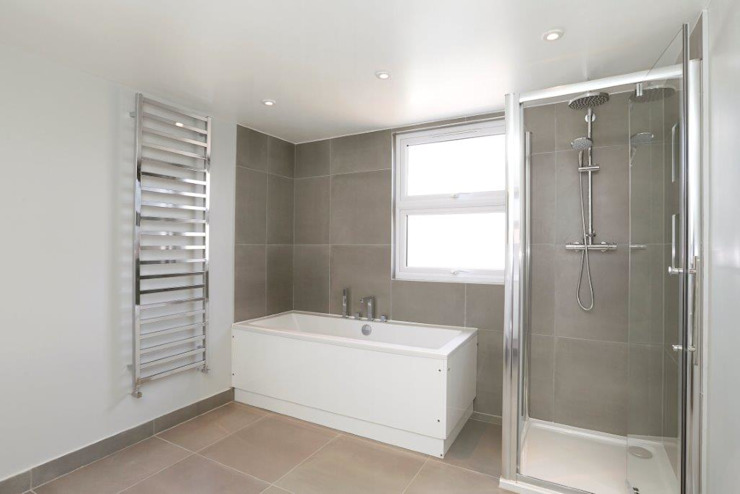 Tooting Furzedown:  Bathroom by Clara Bee, Modern