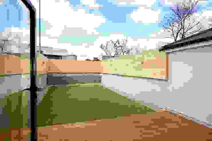 Jardin de style  par Clara Bee, Moderne