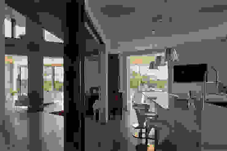 Cozinhas modernas por iarchitects Moderno