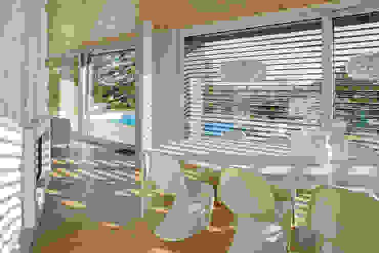 Salas de jantar modernas por iarchitects Moderno