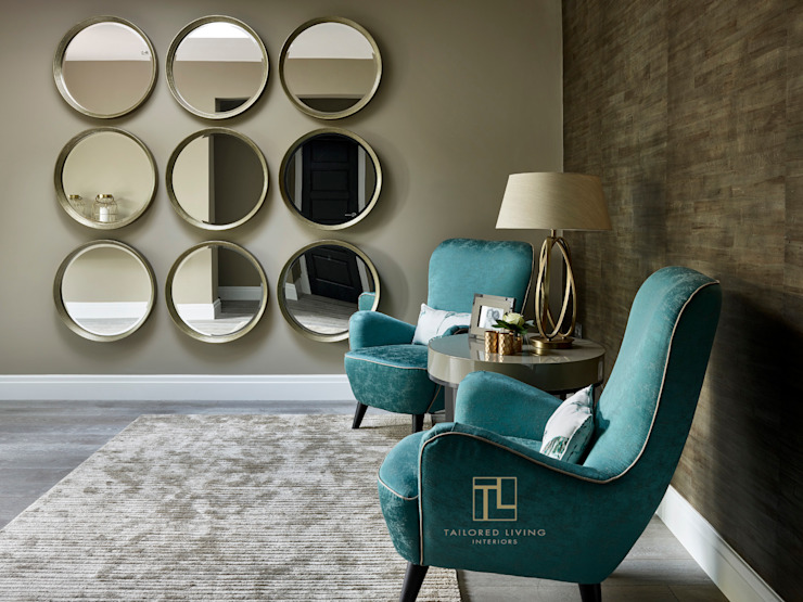 Corredores e halls de entrada  por Tailored Living Interiors