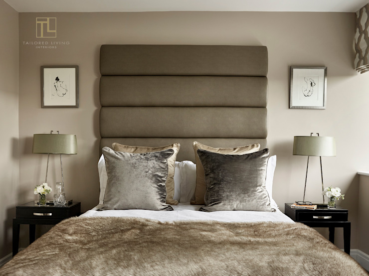 A calming and sophisticated bedroom Moderne Schlafzimmer von Tailored Living Interiors Modern