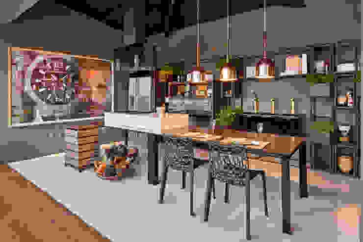 Phòng ăn phong cách hiện đại bởi MARCOS DE PAULA ARQUITETURA E INTERIORES Hiện đại