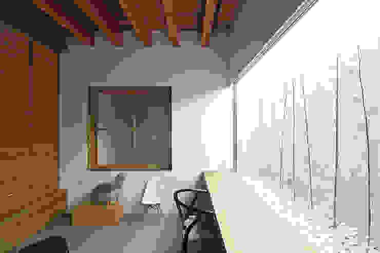Ruang Media Modern Oleh 空間建築-傳 Modern