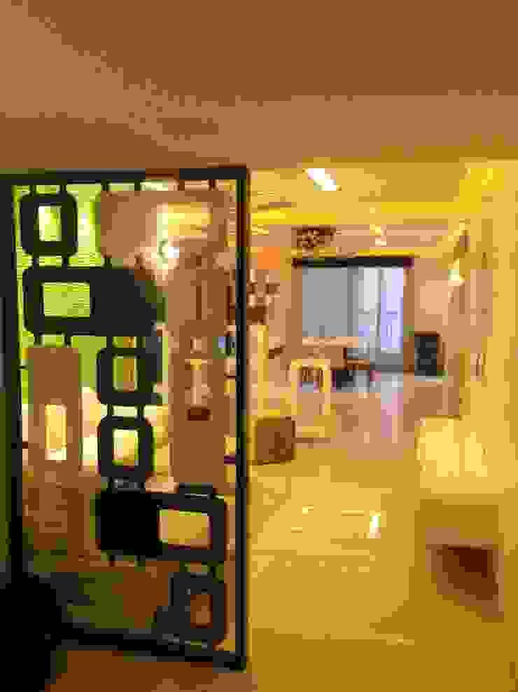 507 meenakshi Modern corridor, hallway & stairs by KEYSTONE DESIGN STUDIOS Modern