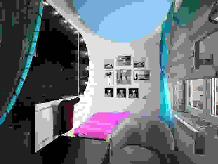 Eclectic style bedroom by Студия дизайна интерьера 'Золотое сечение' Eclectic Ceramic