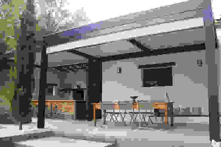 Jardines de estilo  por Koya Architecture Intérieure,