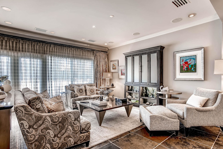 Living room by Studio Design LLC, Classic