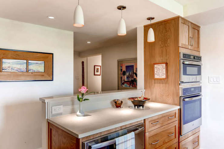 Cocinas de estilo clásico de Studio Design LLC Clásico