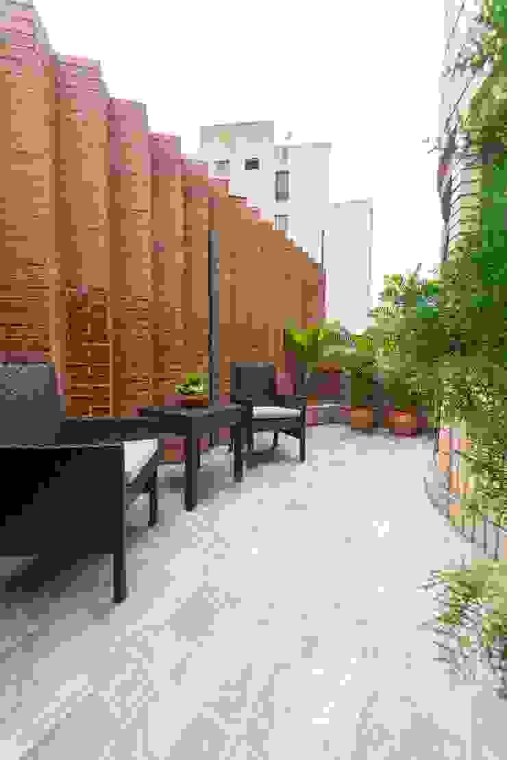 Modern style balcony, porch & terrace by Objetos DAC Modern