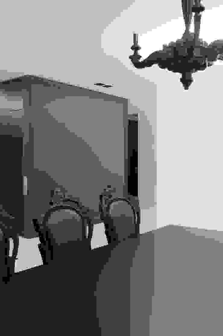 MONOCHROME Minimalist dining room by l i n e a r c h i t e c t s Minimalist