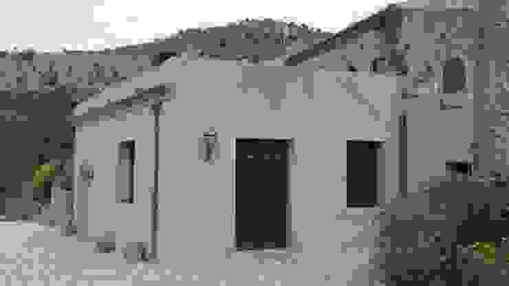 Mediterranean corridor, hallway & stairs by studio ferlazzo natoli Mediterranean
