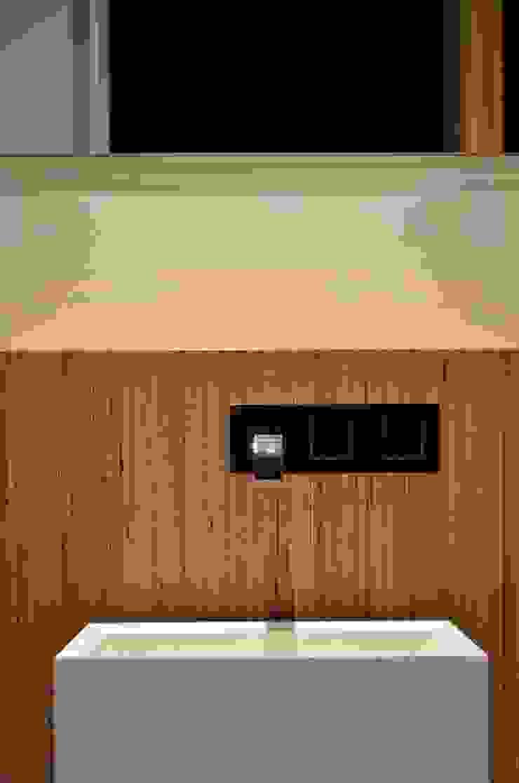 Modern bathroom by Dynamic444 Modern
