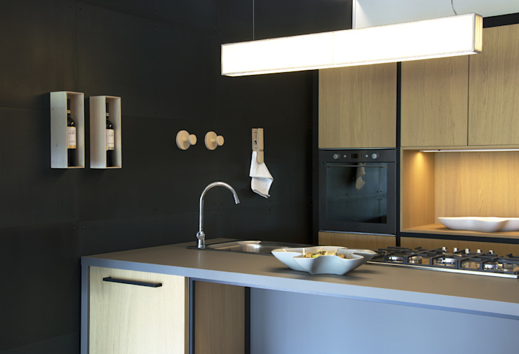 Wall with natural iron sheets and magnetic accessories Ronda Design Industrial style kitchen