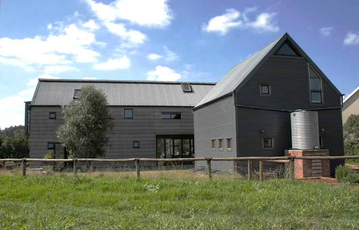 Barn House - Back facade Country style house by Strey Architects Country Aluminium/Zinc