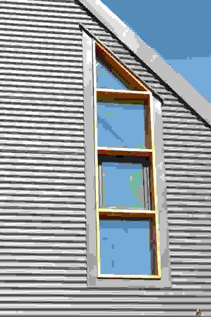 Barn House - barn window Country style house by Strey Architects Country Aluminium/Zinc