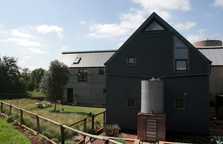 Barn House - View from vegetable garden Country style house by Strey Architects Country Aluminium/Zinc
