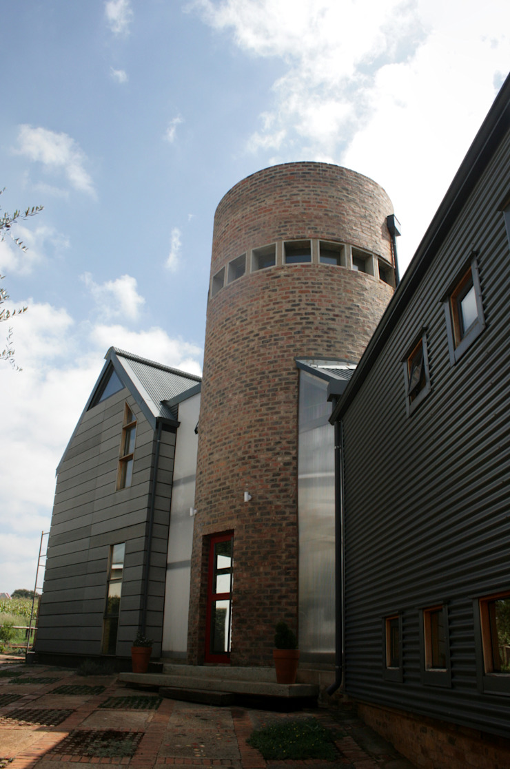 Barn House - Entrance Country style house by Strey Architects Country Wood-Plastic Composite