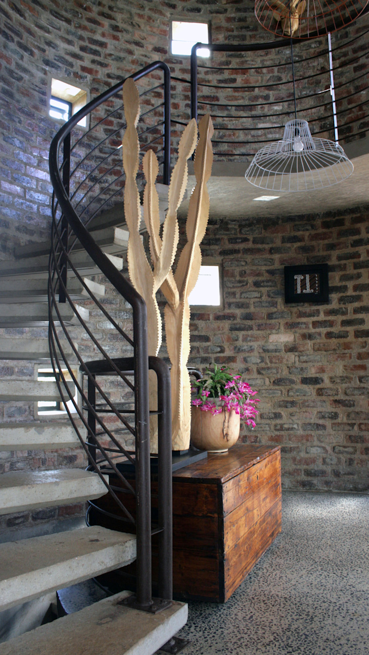 Barn House - Entrance foyer spiral staircase Country style corridor, hallway& stairs by Strey Architects Country Bricks