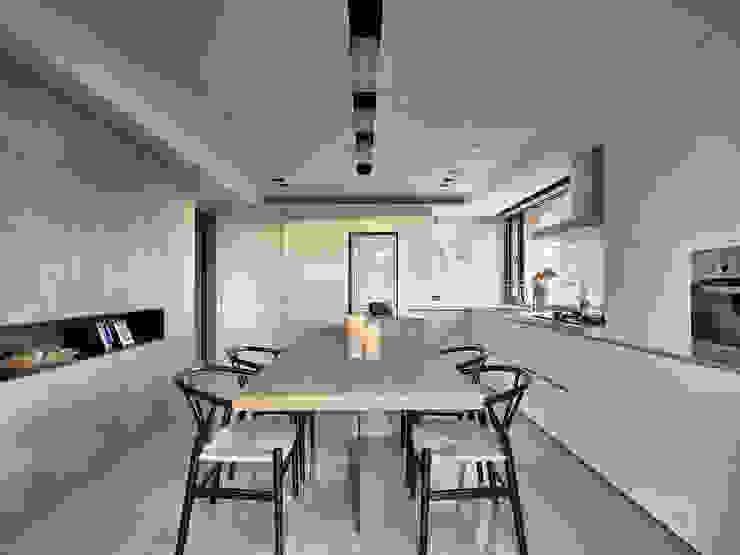 源自原本 Essence Modern Kitchen by 源原設計 YYDG INTERIOR DESIGN Modern
