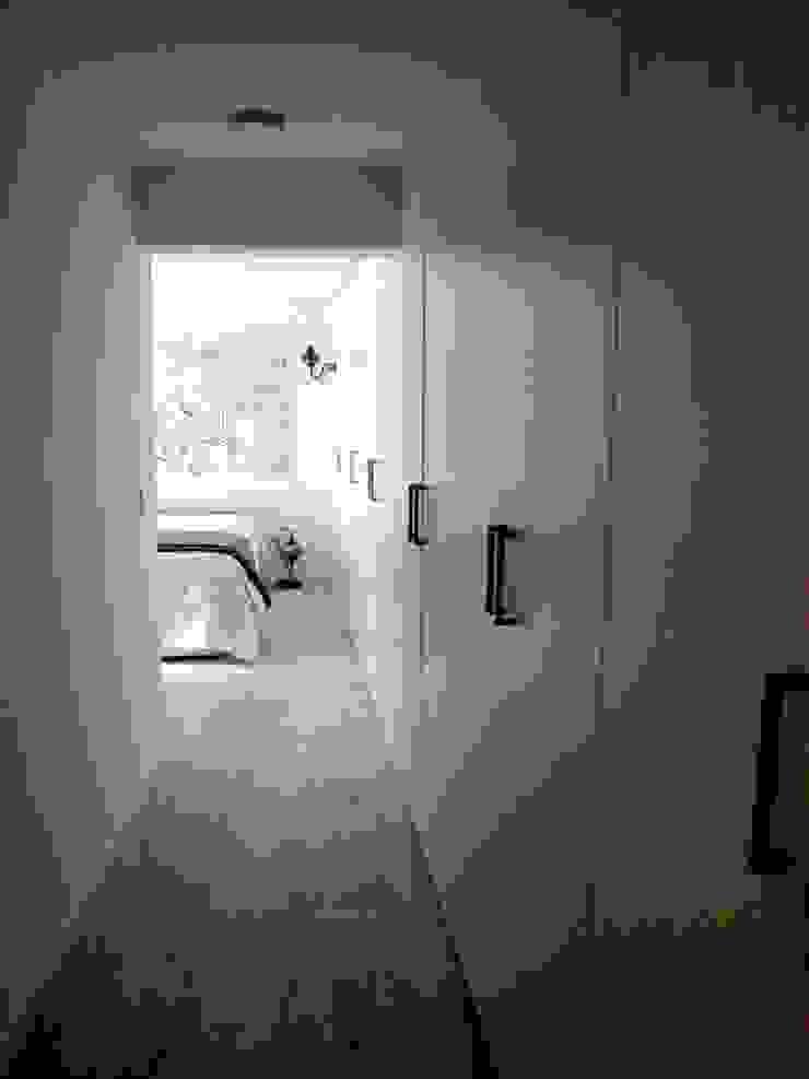 Reforma integral de piso en Opera Vestidores de estilo moderno de Reformmia Moderno