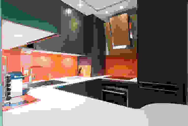LA CUISINE DANS LE BAIN SK CONCEPT Minimalist kitchen