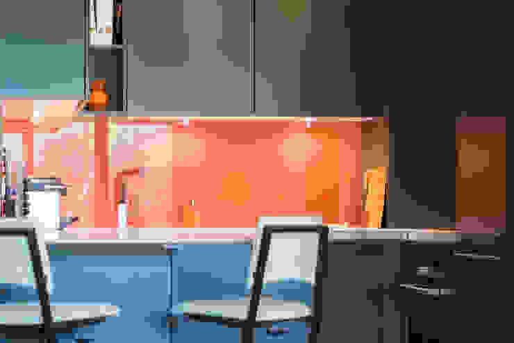 LA CUISINE DANS LE BAIN SK CONCEPT Minimalist dining room