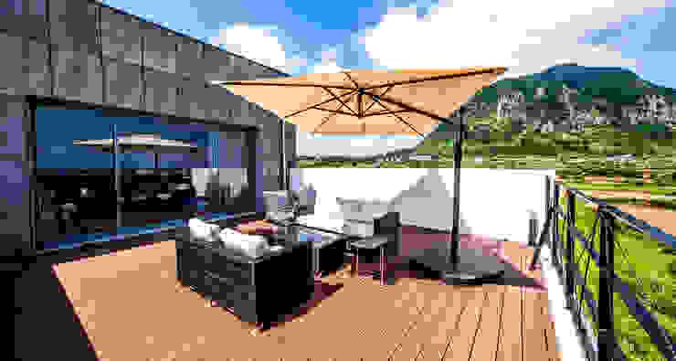 Moderne balkons, veranda's en terrassen van SG international Modern