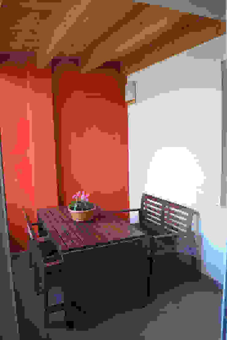 Balcone coperto Balcone, Veranda & Terrazza in stile moderno di Fabio Ricchezza architetto Moderno Ceramica