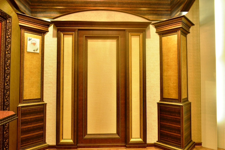 Door: colonial  by MARIA DECOR,Colonial