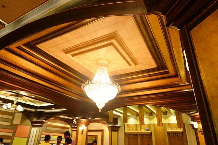Hall Ceiling: colonial  by MARIA DECOR,Colonial