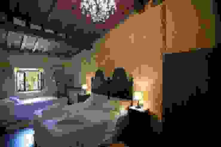 camera da letto b&b Camera da letto in stile classico di Studio Tecnico Progettisti Associati Ing. Marani Marco & Arch. Dei Claudia Classico