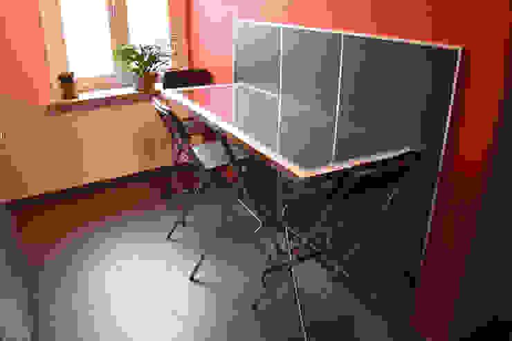Tavolo alto a muro Cucina moderna di Fabio Ricchezza architetto Moderno Ferro / Acciaio
