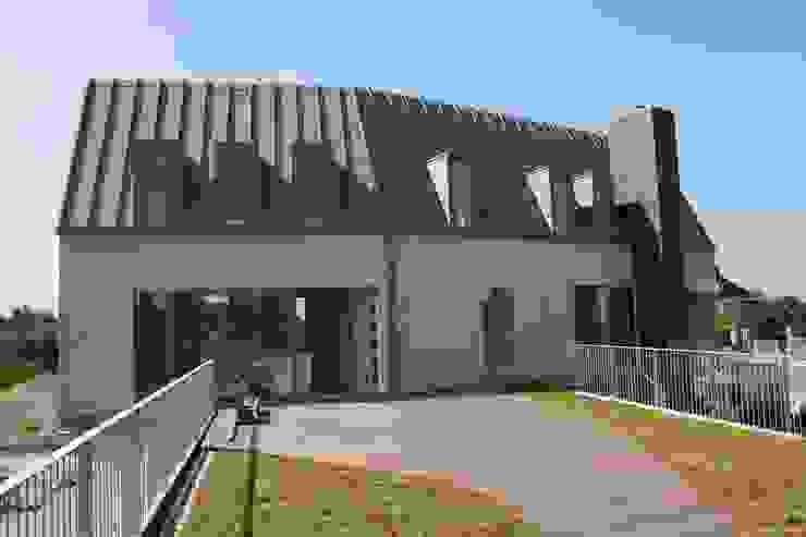 House on a Hill Moderne huizen van Architectenbureau Jules Zwijsen Modern