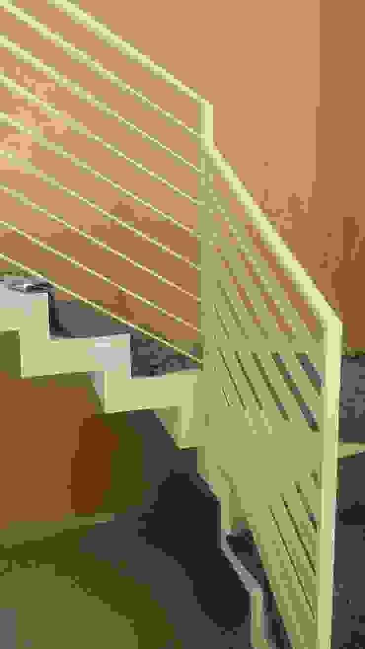 Forme snc. Minimalist corridor, hallway & stairs Iron/Steel White