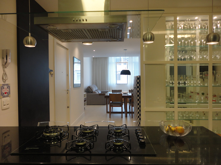 Kitchen by Maria Helena Torres Arquitetura e Design,