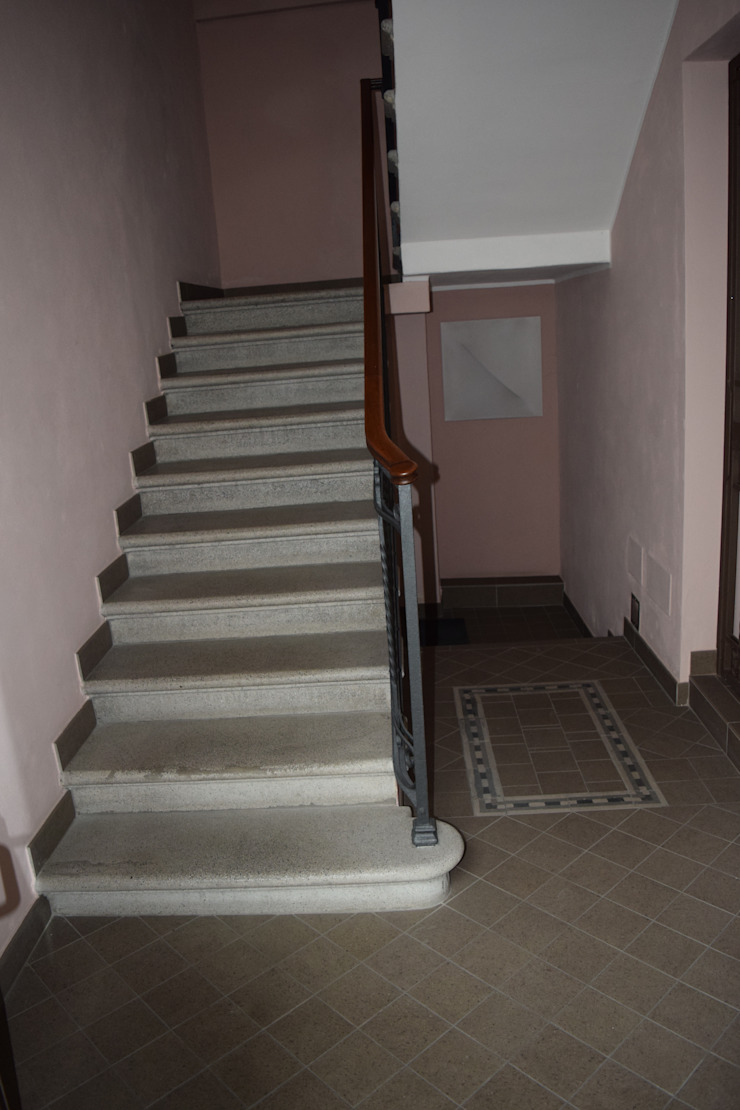 Ingresso condominiale Ingresso, Corridoio & Scale in stile classico di Fabio Ricchezza architetto Classico