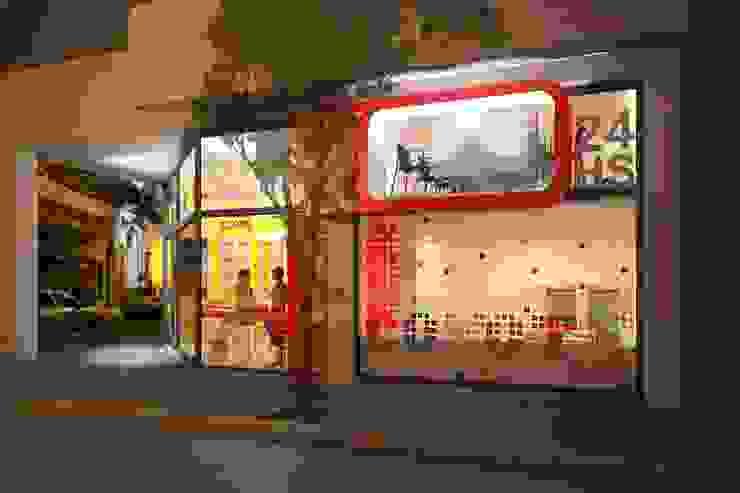 Local comercial Oficinas y comercios de estilo moderno de Proyectarq Moderno Vidrio