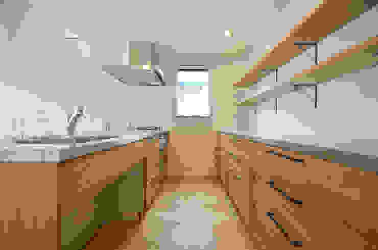 現代廚房設計點子、靈感&圖片 根據 遠藤誠建築設計事務所(MAKOTO ENDO ARCHITECTS) 現代風 木頭 Wood effect
