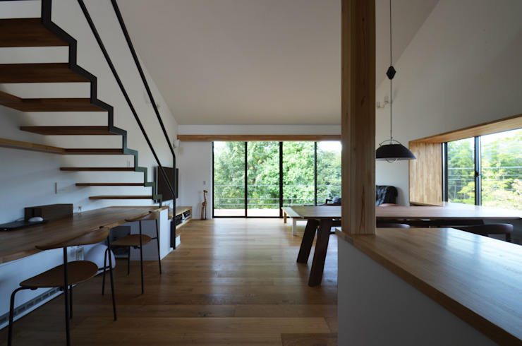 Living room by 遠藤誠建築設計事務所(MAKOTO ENDO ARCHITECTS), Modern Wood Wood effect