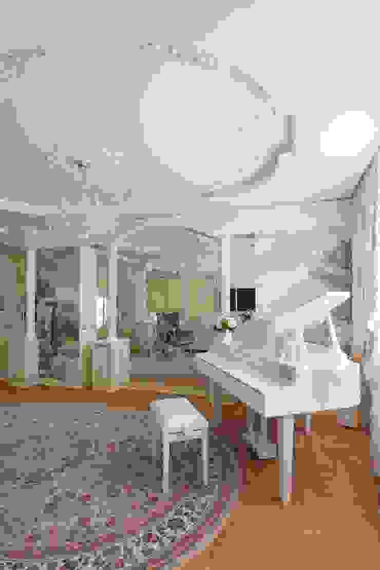 Галина Глебова Salas multimedia clásicas