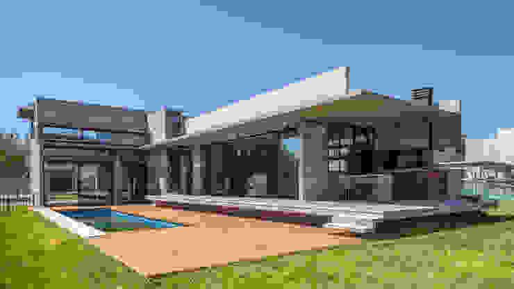 Casa Berazategui Piletas modernas: Ideas, imágenes y decoración de Besonías Almeida arquitectos Moderno Hormigón