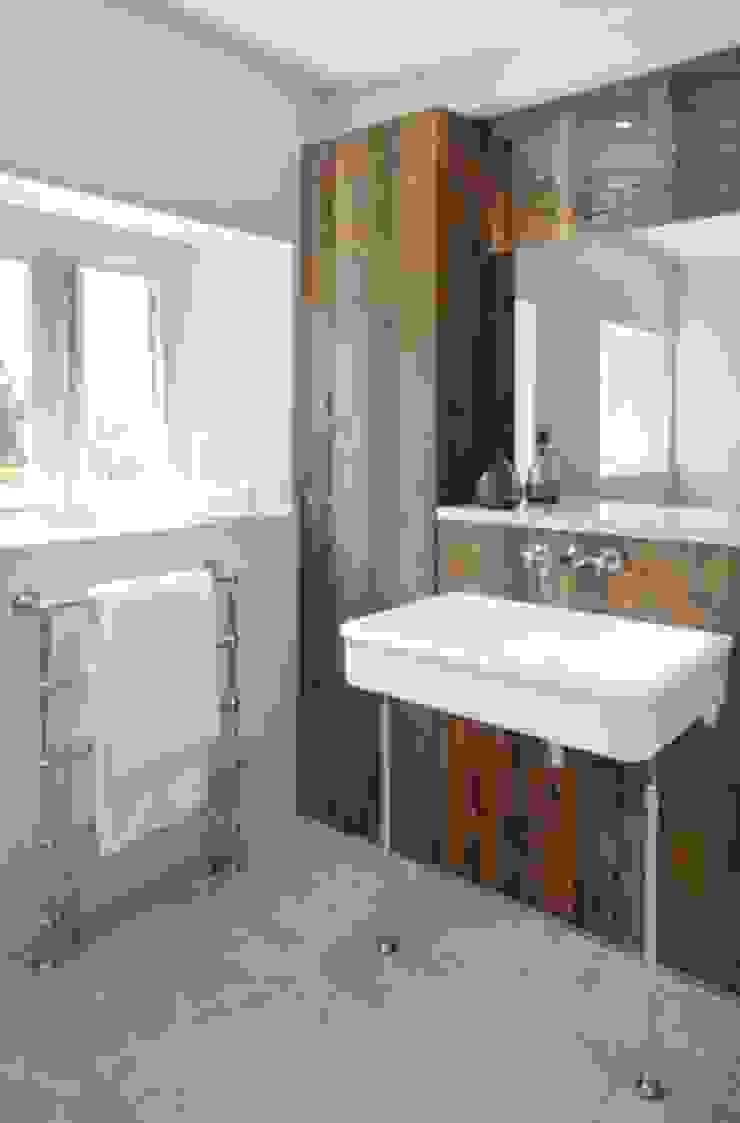 Stones Farm Bathroom My-Studio Ltd Country style bathroom Wood White