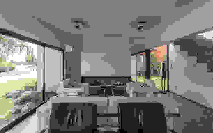 Casa San Benito: Livings de estilo  por Besonías Almeida arquitectos,Moderno Hormigón