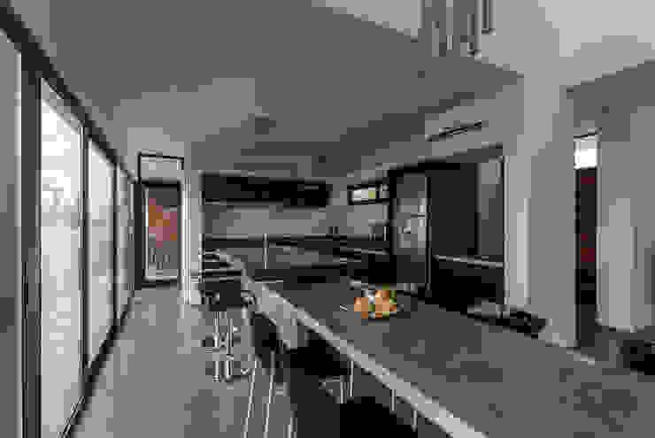 Casa San Benito Cocinas de estilo moderno de Besonías Almeida arquitectos Moderno Concreto
