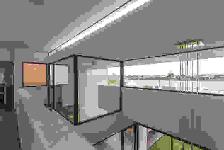 Modern Corridor, Hallway and Staircase by Besonías Almeida arquitectos Modern Glass
