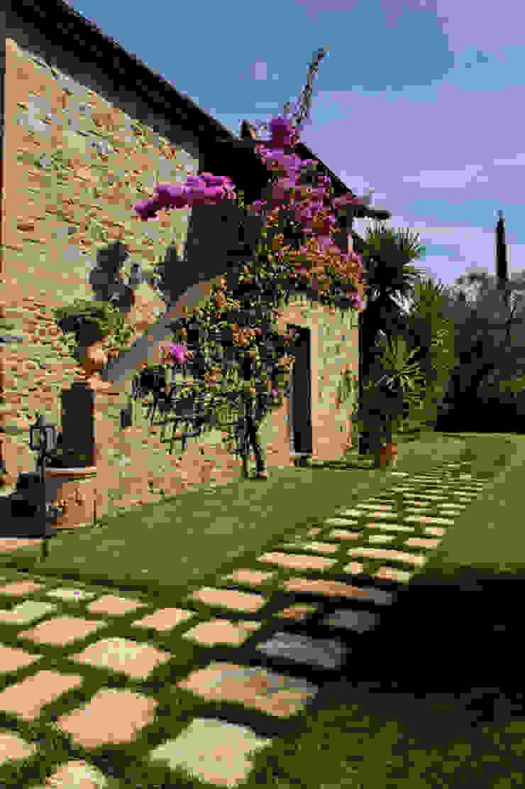Casas de estilo rústico de Arte Pietra Rústico Piedra