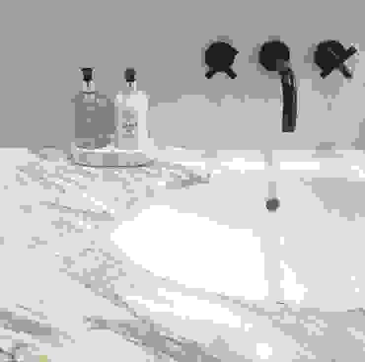 Victorian renovation - Master Bathroom Modern bathroom by My-Studio Ltd Modern Marble