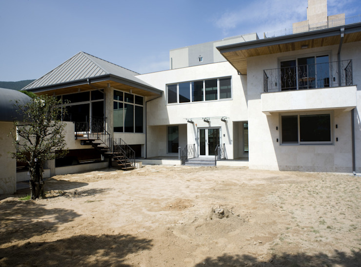 이입재 정면 모던스타일 주택 by 도반건축사사무소 모던 대리석